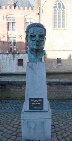 belgie: Bust of Frank Marie Gregoire Van Acker, Belgian politician, senator, minister and mayor of Bruges. Bruges, West Flanders, Belgium Editorial