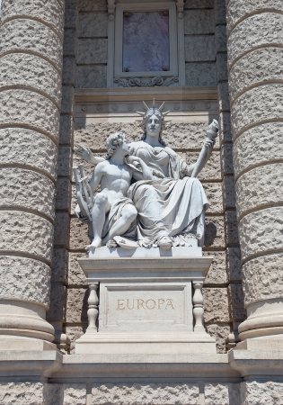 allegorical: Allegorical statue of America and Australia on the facade of Museum of Natural History of Vienna  Naturhistorisches Museum Wien, circa 1889   Vienna, Austria