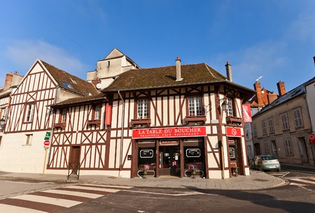 fachwerk: PROVINS, FRANCE - FEBRUARY 22, 2015: Street cafe in medieval half-timbered (Fachwerk style) house in Provins town, France. UNESCO World Heritage Site