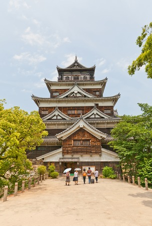 besiege: HIROSHIMA, JAPAN - MAY 20, 2015: Main keep of Hiroshima Castle (nickname Carp Castle)  in Hiroshima, Japan. National historic site, erected in 1591, destroyed by atomic bomb in 1945, reconstructed in 1958 Editorial