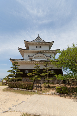 besiege: MARUGAME, JAPAN - MAY 22, 2015: Main keep (donjon, circa 1641) of Marugame castle, Shikoku Island, Japan. One of only twelve survived original castles in Japan, Important Cultural Property