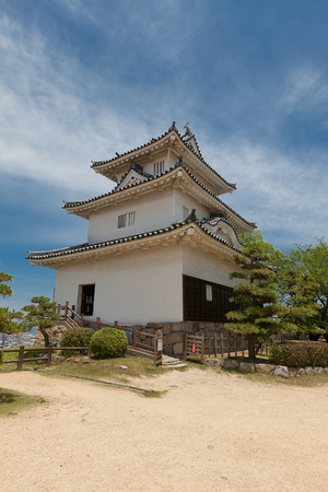 donjon: MARUGAME, JAPAN - MAY 22, 2015: Main keep donjon, circa 1641 of Marugame castle, Shikoku Island, Japan. One of only twelve survived original castles in Japan, Important Cultural Property