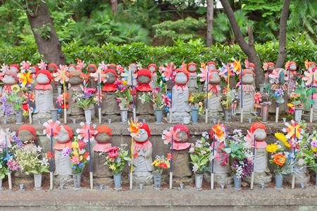 bodhisattva: TOKYO, JAPAN - MAY 25, 2015: Jizo (Ksitigarbha bodhisattva) statues in Zojo-ji Temple in Tokyo, Japan. Jizo is a guardian of aborted children and kids who die prematurely