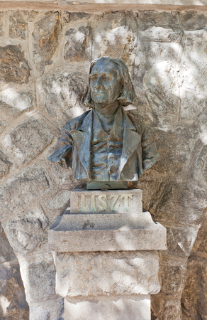 virtuoso: BRATISLAVA, SLOVAKIA - AUGUST 24, 2015: Bust of Franz Liszt in Bratislava, Slovakia. Liszt (1811-1886) was a Hungarian composer, virtuoso pianist, conductor, teacher and Franciscan tertiary Editorial