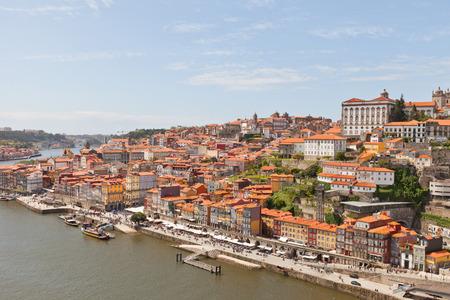 part of me: OPORTO, PORTUGAL - 25 de mayo, 2016: Vista de la parte histórica de la ciudad de Oporto de los Dom Luis I Puente sobre el río Duero. Patrimonio de la Humanidad de la UNESCO