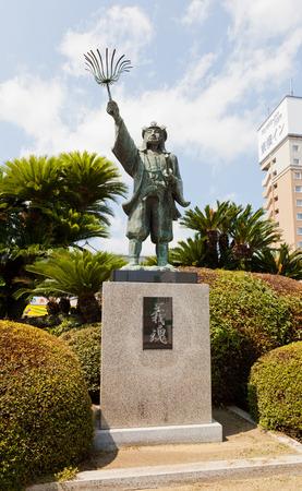 vendetta: AKO, JAPAN - JULY 18, 2016: Statue of Oishi Kuranosuke (Yoshio) in front of Banshuako railway station, Japan. Oishi Kuranosuke (1659-1703) was a leader of famous 47 loyal samurai (ronin)