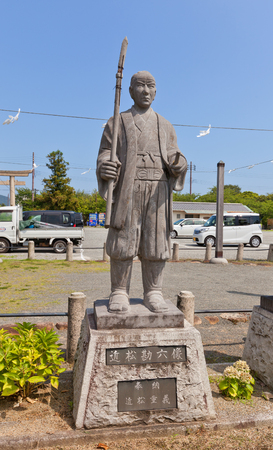 vendetta: AKO, JAPAN - JULY 18, 2016: Statue of Chikamatsu Kanroku Yukushige, one of famous 47 ronins, in the Oishi Shrine. Shrine is dedicated to 47 loyal samurais and is located on the grounds of Ako Castle Editorial