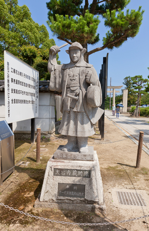 vendetta: AKO, JAPAN - JULY 18, 2016: Statue of Oishi Kuranosuke (Yoshio), leader of famous 47 ronins, in the Oishi Shrine. Shrine is dedicated to 47 loyal samurais and is located on the grounds of Ako Castle