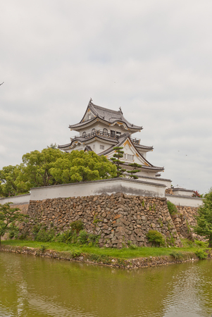 donjon: KISHIWADA, JAPAN - JULY 24, 2016: Main keep of Kishiwada castle, Japan. Erected in 1585, burned down in 1827, reconstructed in 1954 Editorial