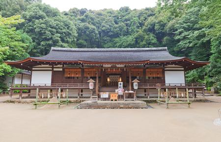 oratoria: UJI, JAPÓN - 27 de julio, 2016: Oratorio Haiden (circa 1215) de Ujigami santuario sintoísta en Uji ciudad cerca de Kyoto. Tesoro Nacional de Japón y sitio de la UNESCO