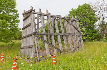 2017 年 5 月 22 日 - 岩手県盛岡市: フレームワーク盛岡紫波城の粘土壁 (tsuijibei) の再建します。城だったローカル エミシの部族に対して 803 に建立さ
