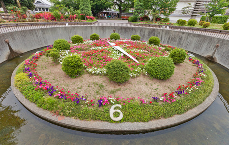 OKAZAKI, JAPAN - MAY 31, 2017: Flower Clock in in Okazaki Castle, Aichi Prefecture, Japan. Created in 1960, moved by a direct current motor of 1/10 horse power 新聞圖片