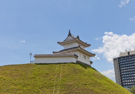 UTSUNOMIYA, JAPAN - JUNE 2, 2017: Reconstructed Seimeidai Turret (used as donjon) of Utsunomiya Castle, Japan. Castle was founded in 1062, destroyed in Boshin War of 1868 and reconstructed in 2007 新聞圖片