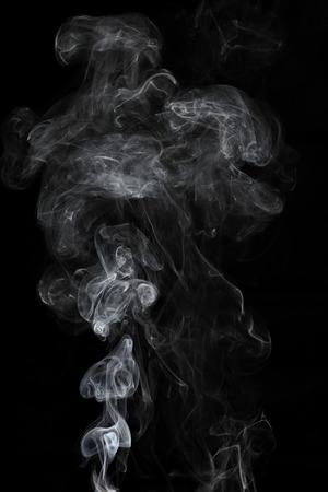 Il est de fumée blanche isolé sur noir Banque d'images - 80247929