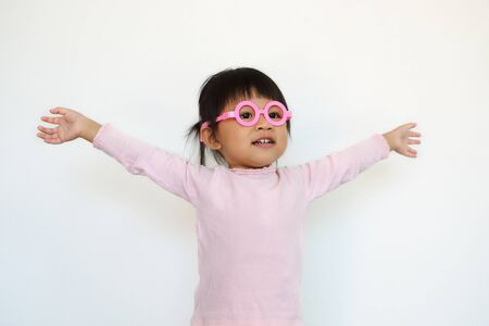 happy asian girl wears pink glasses and stretch arms. 免版税图像