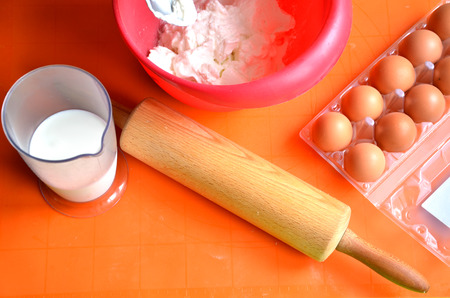 farina: Ingredients which are needed to make a cake - farina, milk and eggs