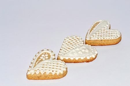 decomposed: fondo en diagonal descompone Tradicional corazones de pan de jengibre blanco