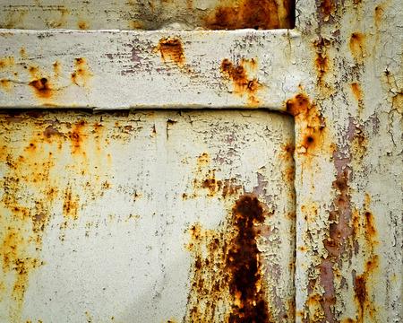 puertas de hierro: fondo o la textura de detalle de puertas de hierro oxidado