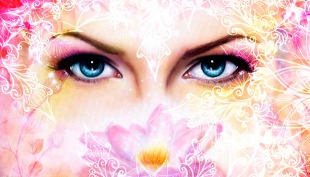 blauwe vrouwen ogen stralend up betoverende van achter een bloeiende roze lotus bloem, met ornamenten Stockfoto