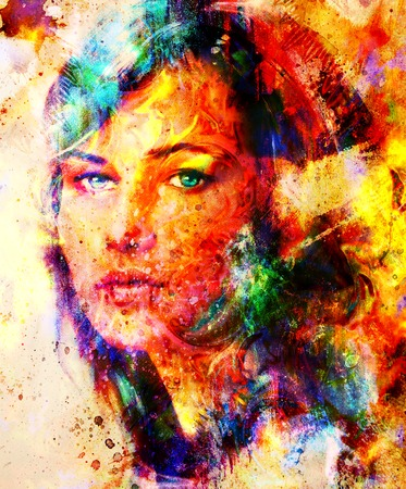 cuadros abstractos: Retrato joven de la mujer, pintura de color sobre fondo abstracto, collage ordenador. Contacto visual Foto de archivo