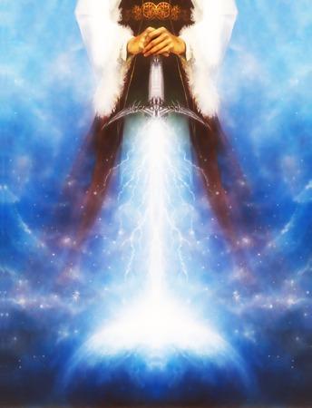 psique: mujer que sostiene la espada de luz cósmica con los relámpagos viene abajo en la tierra, con el cinturón ornamental y vestido medieval, diseño gráfico, collage ordenador.