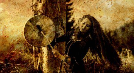 hermosa chica chamánica jugando en el tambor de marco de chamán en la naturaleza, efecto antiguo.