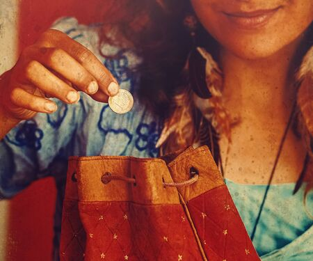 woman with a bag and a euro in her hand.