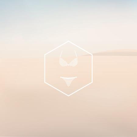 Bikini símbolo atractivo de la manera en la placa hexagonal. Playa de arena en la neblina paisaje de vectores de fondo.