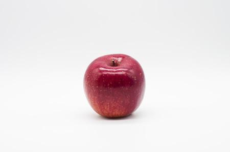 白で分離された赤いアップルフルーツ 写真素材