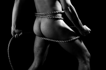 desnudo artistico: un hombre musculoso posando art�stica Foto de archivo