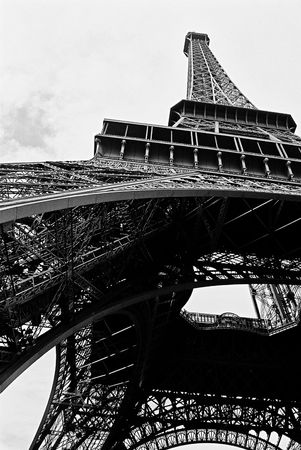 Black & white view of the Eiffel Tower in Paris Stock Photo - 4749623