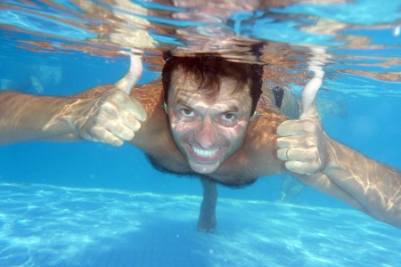 man underwater in the pool, underwater photo photo