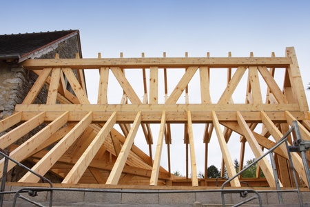 joist: construction of the wooden frame of a roof