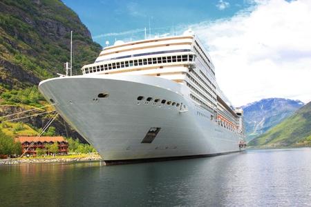 schepen: cruiseschip in de haven van Flaam, Aurlandsfjord, Sognefjord