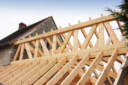 La construction du cadre en bois d'un toit Banque d'images - 11265634