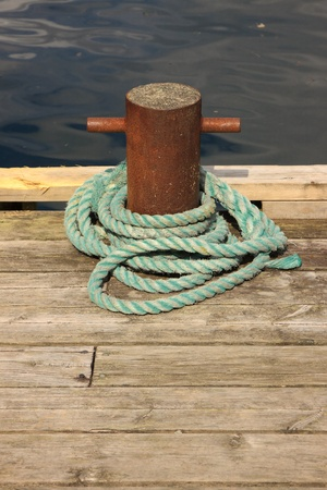 the mooring: Rope for mooring a boat to a pier