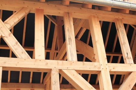 Holzrahmen von einem Haus im Bau Standard-Bild - 13553660