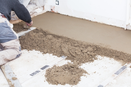 mason smooth the cement screed with trowel Banco de Imagens