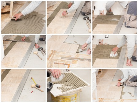 a tiler laying a tiled marble Banque d'images