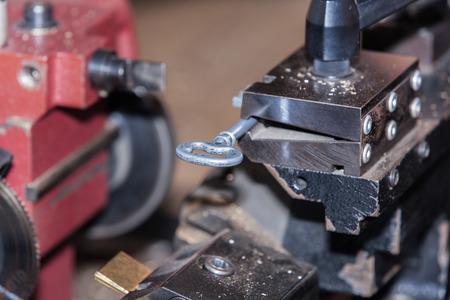 maak een metalen sleutel slotenmaker