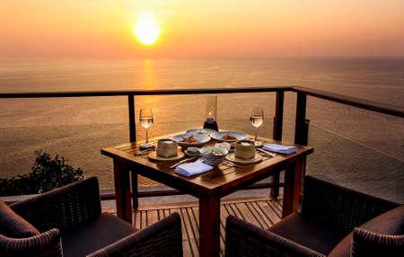 dinner cruise: Dinner On senset