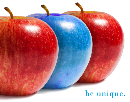 original: Blue apple between red ones.