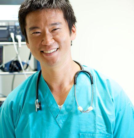 病院でのアジア医師作業 写真素材
