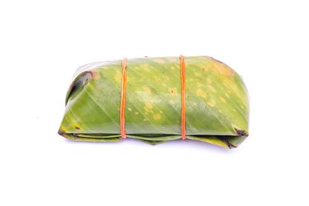 conservacion alimentos: conservaci�n de los alimentos en escabeche tradicional tailand�s salchicha de cerdo en el fondo blanco
