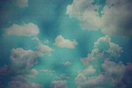 cielo azul: grunge image of blue sky with clouds Foto de archivo