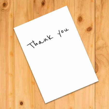 papel de notas: Thank You written on the paper on a wood background Foto de archivo