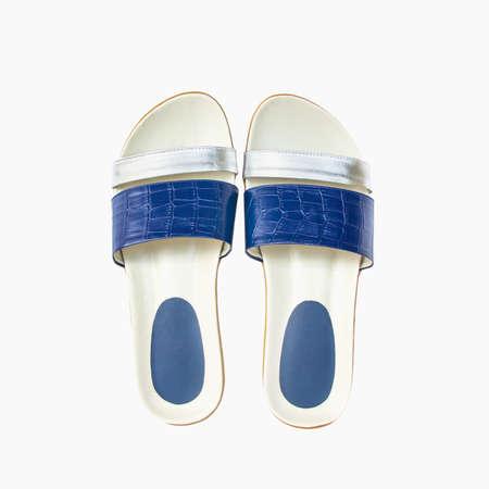 sandal: zapato. mujer sandalia aislado en el fondo blanco