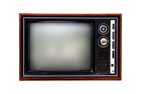 Vieille télévision isolée sur fond blanc.
