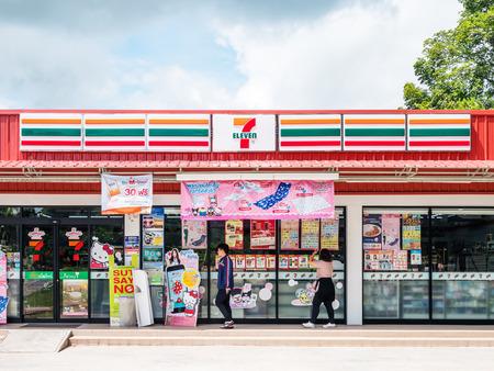 Nakhon Ratchasima, THAILAND - 17 september 2017: 7-Eleven, supermarkt met het grootste aantal verkooppunten in Thailand. Redactioneel