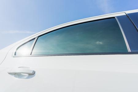 Nuovo film colorato del finestrino della macchina